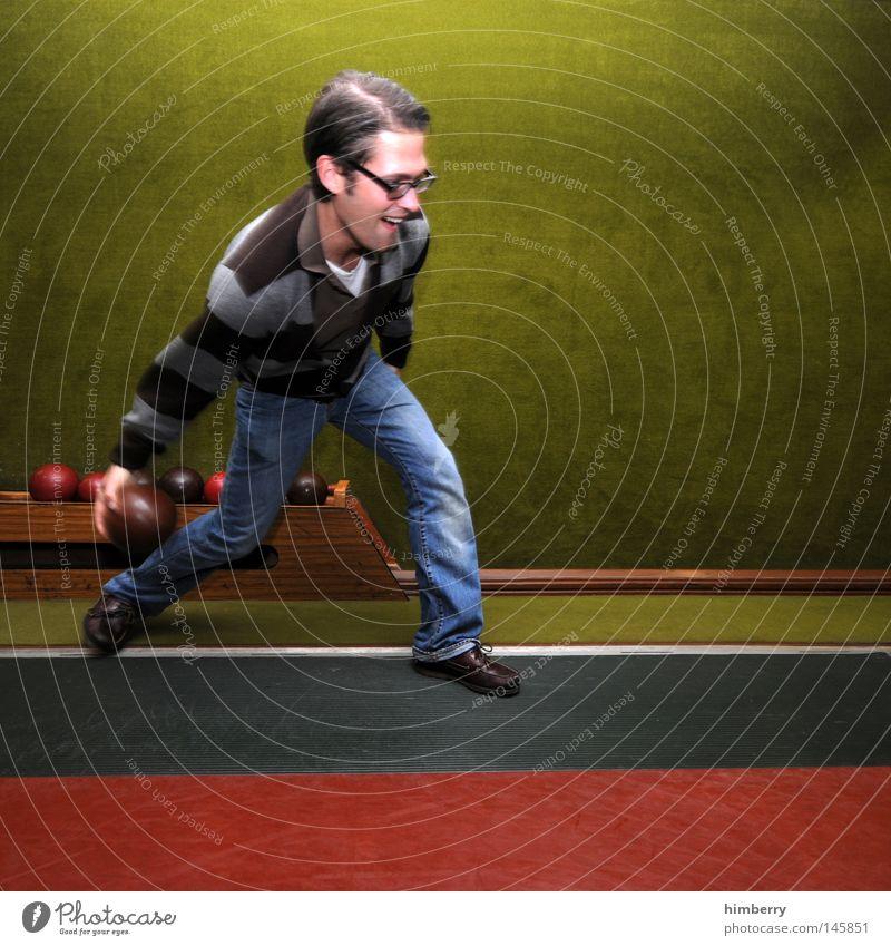 lucky strike Mensch Mann Freude Sport Spielen Kraft Freizeit & Hobby Elektrizität Erfolg verrückt Aktion Technik & Technologie Körperhaltung Ball Jeanshose Gastronomie
