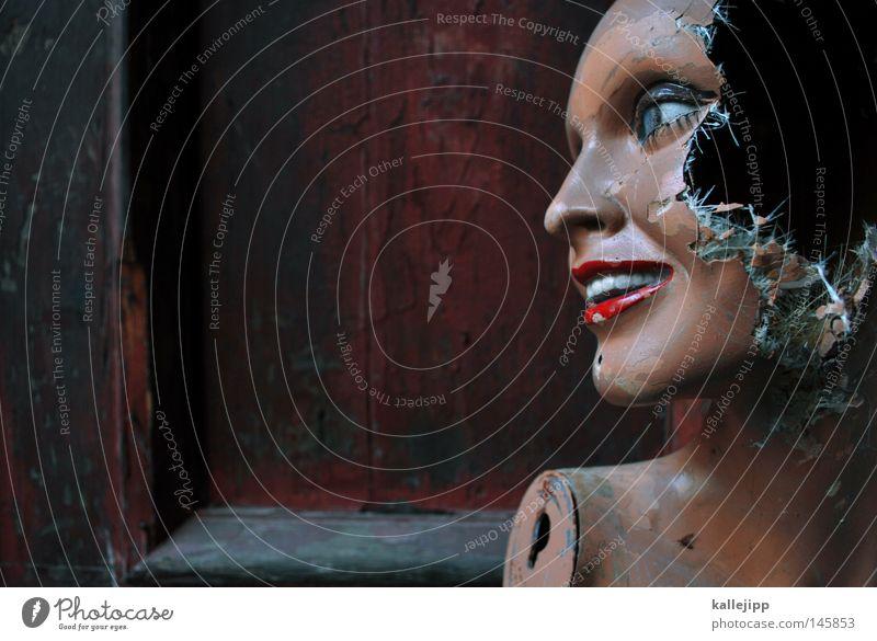 bad hair day Schaufensterpuppe kaputt alt Zerstörung unbrauchbar ausgemustert Loch Zombie Textfreiraum links Anschnitt Detailaufnahme Bildausschnitt Wegsehen