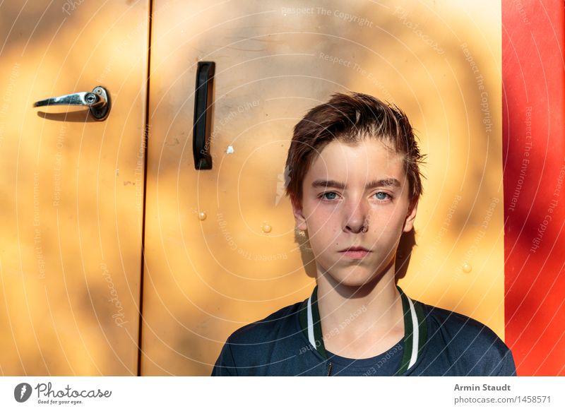 Porträt Mensch Jugendliche Sommer Stadt schön Leben Lifestyle Gefühle Stil Kopf maskulin 13-18 Jahre Tür einzigartig Coolness selbstbewußt
