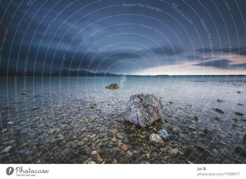 Steine im Wasser Umwelt Natur Landschaft Luft Himmel Klima Unwetter Sturm See Chiemsee Gefühle Stimmung Freude Farbfoto Außenaufnahme Tag Licht