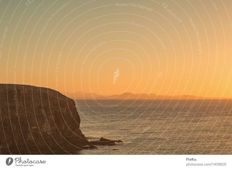 far Away Himmel Ferien & Urlaub & Reisen Wasser Sonne Meer Landschaft Ferne Umwelt Wärme natürlich Küste Freiheit Felsen Horizont orange Luft