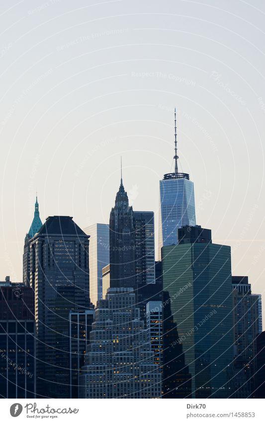 Jeder will der Größte sein ... kalt Lifestyle Business Tourismus Wachstum Kraft Hochhaus Erfolg groß Coolness Macht Skyline Geldinstitut Wahrzeichen Mut
