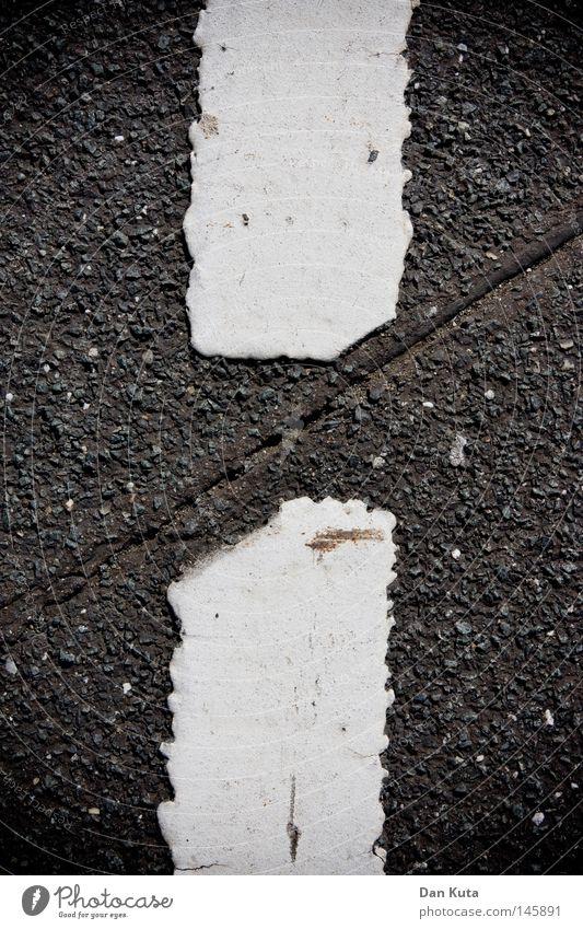 H-Schnitt alt Straße dunkel grau Haare & Frisuren Wege & Pfade Linie Verkehr kaputt Bodenbelag Buchstaben Asphalt Grafik u. Illustration diagonal Verkehrswege Teilung