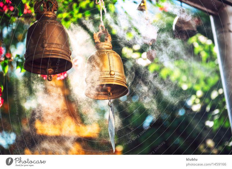 Glocken im buddhistischen Tempel alt ruhig Religion & Glaube Metall Dekoration & Verzierung Platz historisch Symbole & Metaphern Asien Tradition Rost Indien
