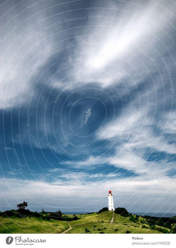 Standing Tall II Leuchtturm Leuchtfeuer See Meer Lichtsignal Rügen Hiddensee Navigation gefährlich Wellen grün Wolken Sturm Orkan Aussichtsturm Wiese Dornbusch