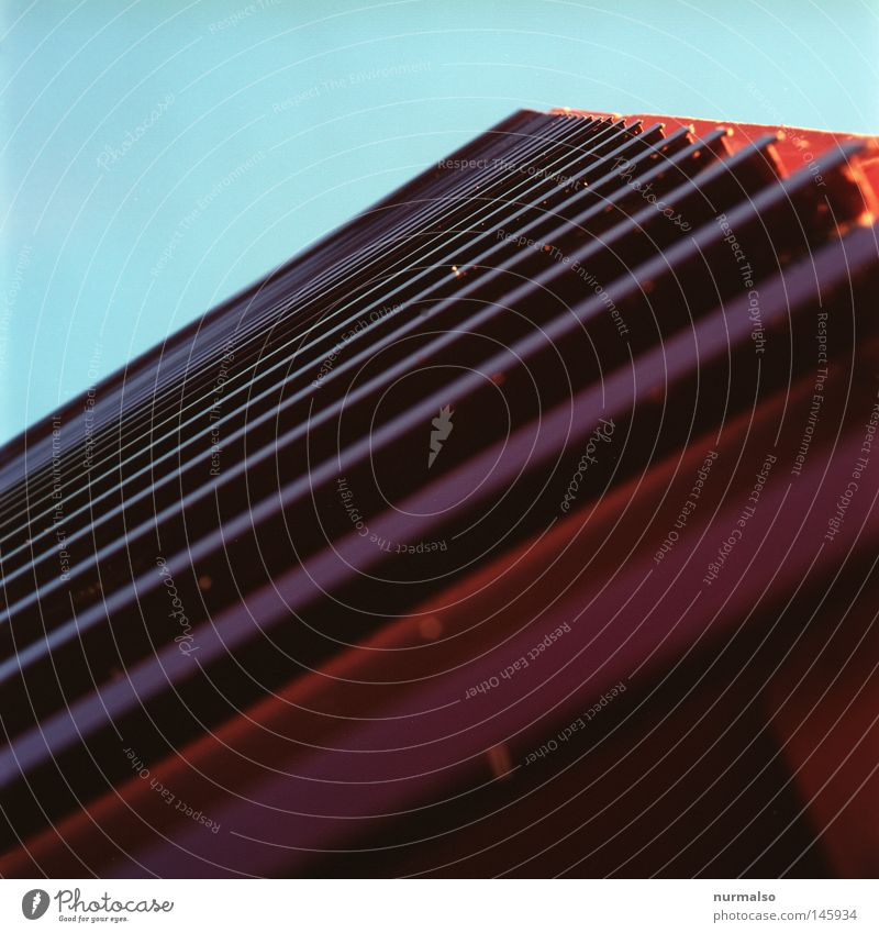 Cars Church Himmel rot Einsamkeit oben Architektur Angst dreckig Fassade hoch Treppe modern Verkehr leer trist Streifen