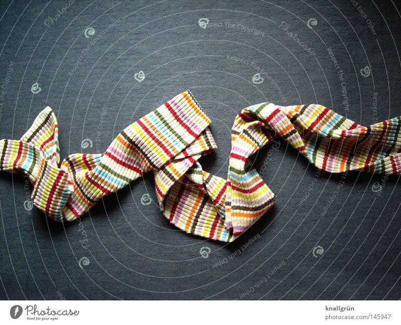 Mustermix Schal Streifen gestreift Faltenwurf Teppich Auslegware Kreis mehrfarbig Winter Mode Bekleidung obskur Strickschal Drapiert