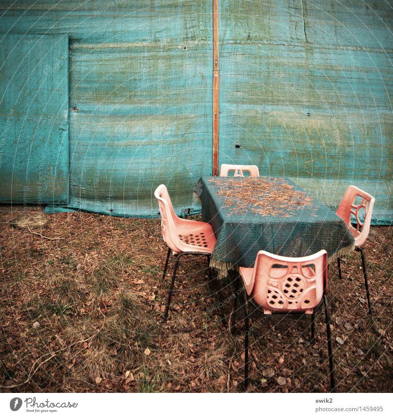 Nachsaison Umwelt Schönes Wetter Campingstuhl Tisch Zelt Kunststoff stehen warten alt Zusammensein trist Optimismus Einigkeit Vorsicht Gelassenheit geduldig