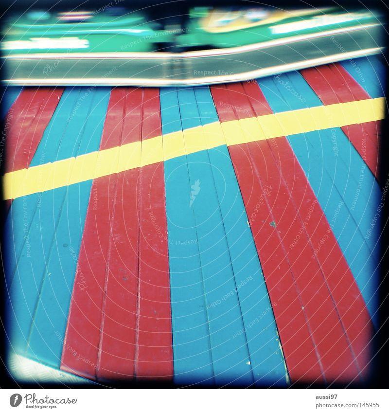 Foxbase alpha Erholung Musik Kindheit Konzentration analog Jahrmarkt Rahmen Markt Ausstellung Sucher Brennpunkt umrandet Jugendkultur Fahrgeschäfte Schausteller Auto-Skooter
