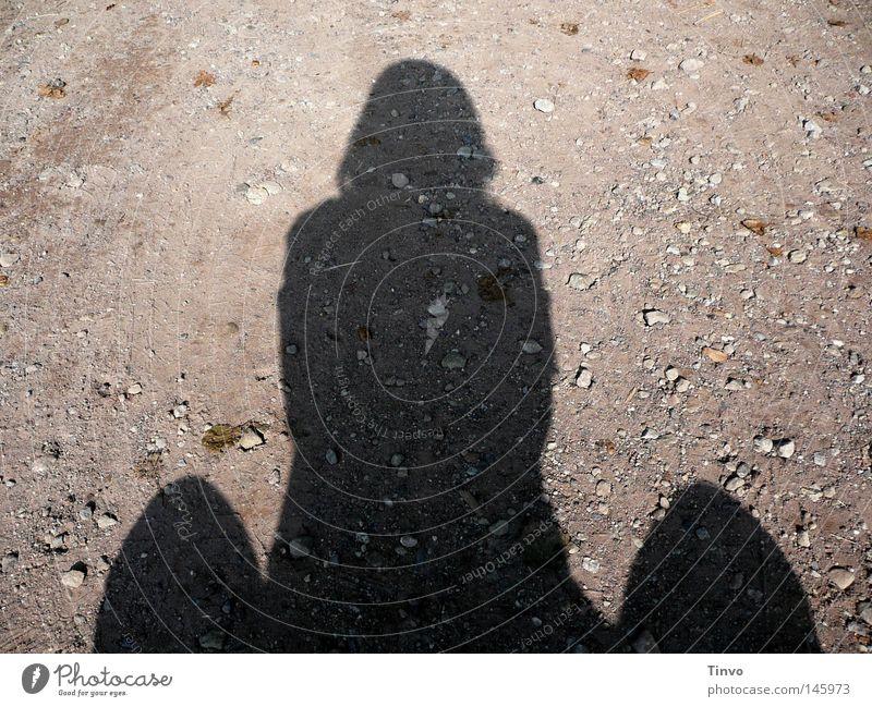 Wo viel Licht ist, da ist auch viel Schatten Mensch schwarz grau Stein Denken Sand warten Erde sitzen Hügel Kies Phantasie hocken