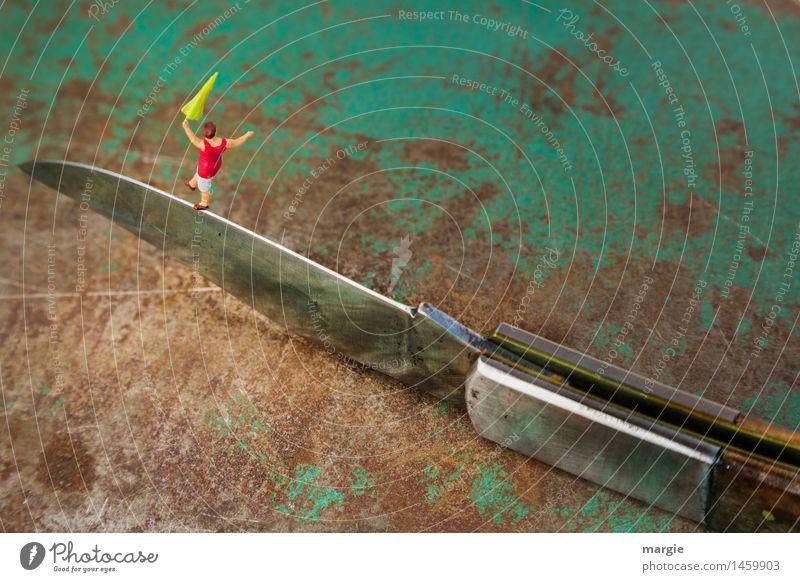 Miniwelten- Auf Messers Schneide Mensch Frau Jugendliche grün Junge Frau Erwachsene feminin braun Metall Tanzen gefährlich Abenteuer Scharfer Gegenstand