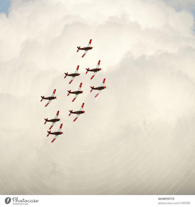 Diamant (Formation) über den Wolken Himmel blau weiß rot Wolken grau fliegen Nebel Flugzeug Luftverkehr Show Schweiz Tragfläche Artist Dunst Formation