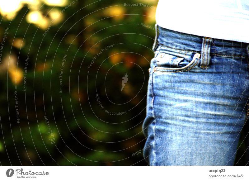 Knicker verwaschen Hüfte Tasche Herbst Mensch Jeanshose Knitter blau Beine