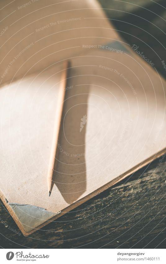 Vintage Bleistift und Zeichenpapier Design Schreibtisch Tisch Tapete Schule Kunst Buch Papier Schreibstift Holz alt zeichnen schreiben retro braun weiß Idee