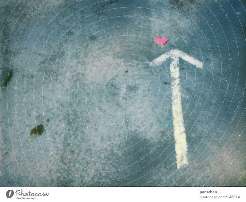 Hierlang zum Liebesglück Erde Herz Schriftzeichen Boden Romantik Kitsch Zeichen Verliebtheit Valentinstag Anker Verkehrszeichen Liebesbekundung