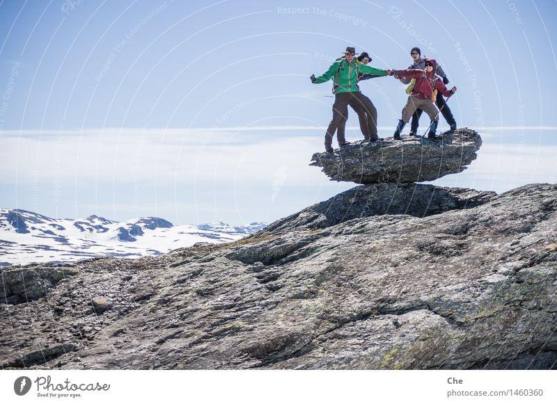 Tanz auf dem Vulkan Mensch Freude Berge u. Gebirge Erwachsene Glück Feste & Feiern Felsen Freundschaft maskulin wild Erfolg Fröhlichkeit Abenteuer Gipfel Ziel