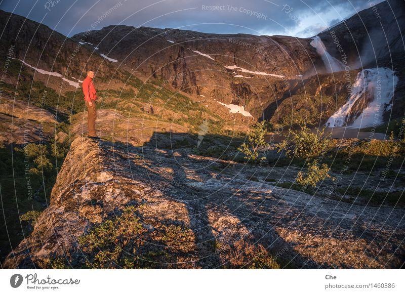 Zwerge werfen riesen Schatten maskulin 1 Mensch Zufriedenheit ruhig Wasserfall Gipfel Erfolg Sonnenbad wandern Ferien & Urlaub & Reisen Ruhestand Aussicht Gold