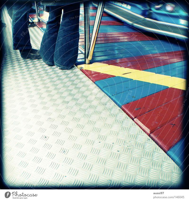Boy meets girl. analog Sucher Jahrmarkt Fahrgeschäfte Schausteller Auto-Skooter umrandet Rahmen Flirten Partnersuche aufreißen Mensch ttv Lichtschacht