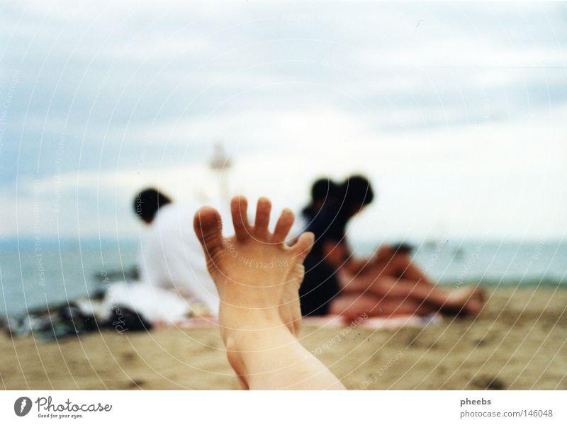 .:frOschfuß:. Strand Ferien & Urlaub & Reisen Meer Meschen Silhouette hell-blau Sommer Sonne Fuß Sand