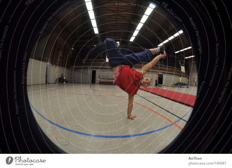 one second Handstand Sporthalle Fischauge Le Parkour Sport-Training martial arts Freerunning