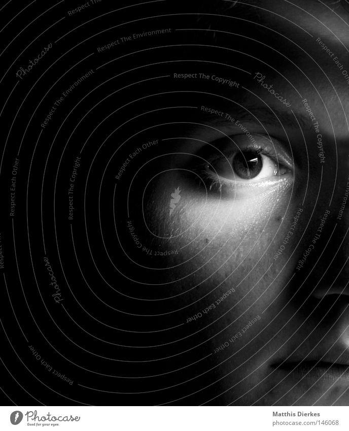 Zweifel Licht Porträt Selbstportrait planen Mann schwarz weiß Monochrom Trägheit Gleichgültigkeit Langeweile Konzentration Hälfte Gefühle emotionslos Trauer