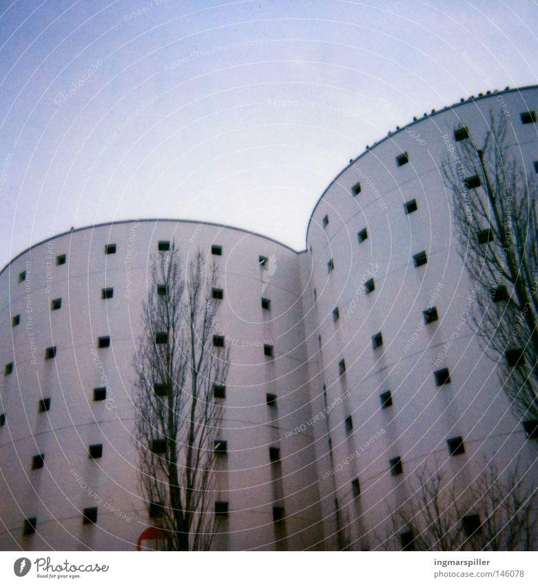 At the mall Haus Parkhaus Fassade Bauwerk modern Moderne Architektur Gebäude