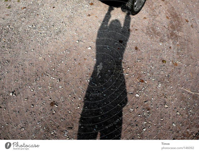 Wegfahrsperre Mensch Freude schwarz grau Bewegung Sand Stein PKW Kraft Boden stoppen festhalten KFZ stark Fahrzeug