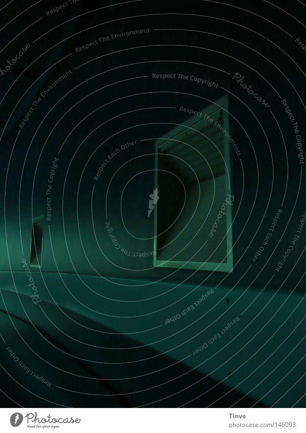 Zwischenwelt Angst beklemmend zyan dunkel Einsamkeit Gang gefährlich Ordnung grün kalt Lautsprecher Lüftungsschacht matt Metall geheimnisvoll Nacht Quadrat UFO