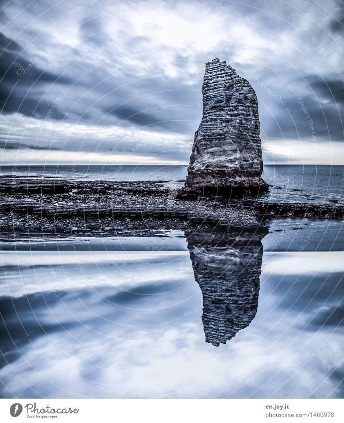 felsenfest Ferien & Urlaub & Reisen Abenteuer Meer Natur Landschaft Himmel Gewitterwolken Horizont Klima Felsen Küste bedrohlich dunkel gigantisch blau Kraft