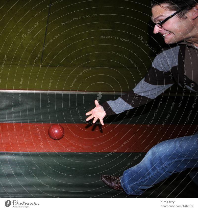 um gottes willen Mensch Mann Freude Sport Spielen Angst Freizeit & Hobby Erfolg verrückt Elektrizität Aktion Kraft Technik & Technologie Körperhaltung Ball Jeanshose