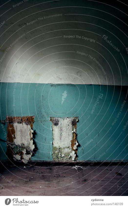 Freihand Demontage Haus Gebäude verfallen retro Unbewohnt Leerstand Wand verschönern schäbig Tapete wellig Zeit Vergangenheit kaputt Riss Häusliches Leben