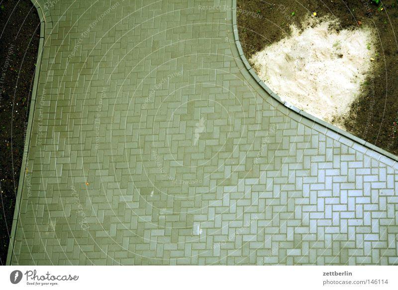 Hof Hinterhof Terrasse Innenhof Haus Stadthaus hinterhaus Straßenbelag Vogelperspektive leer ausdruckslos Einsamkeit Stein Mineralien Häusliches Leben plaster