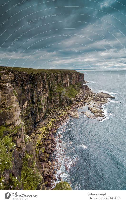 An der Küste küsste ich sie Natur Landschaft Felsen Wellen Nordsee Klippe dunnet head Schottland bedrohlich dunkel Ferne frei maritim blau Kraft Willensstärke