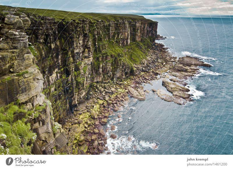 Dunnet Head Felsen Wellen Küste Nordsee Meer Klippe Schottland dunnet head wandern bedrohlich gigantisch hoch Willensstärke Mut Vertrauen achtsam Hoffnung
