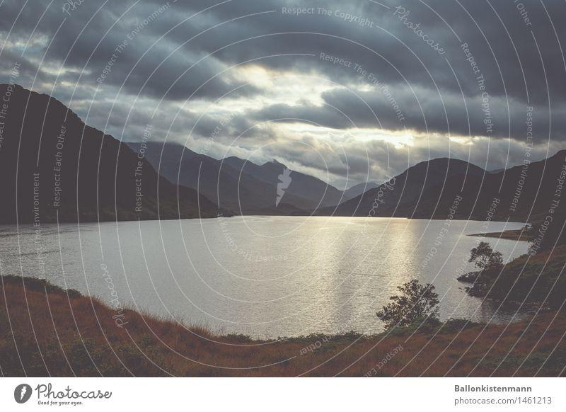 Loch 18/2 Ferien & Urlaub & Reisen Ausflug Abenteuer Ferne Freiheit Expedition Berge u. Gebirge Landschaft Herbst Nebel Hügel Felsen fahren Fernweh Natur
