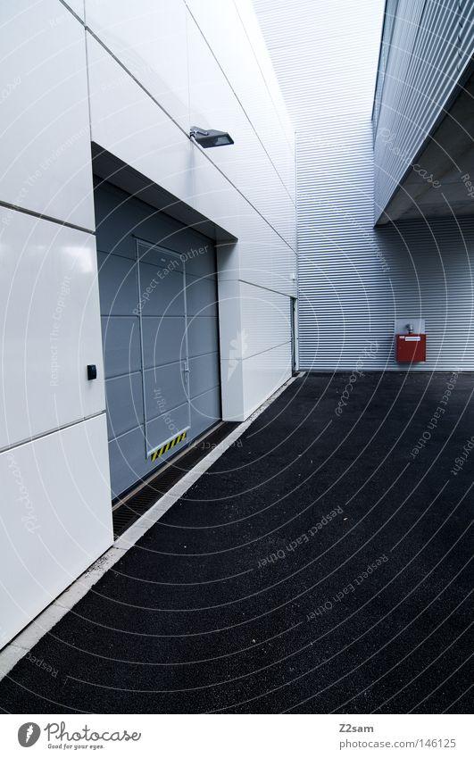 hereinspaziert weiß Lampe kalt Stil Gebäude Linie Metall Kunst Design Beton modern Sauberkeit Tor Geometrie Garage