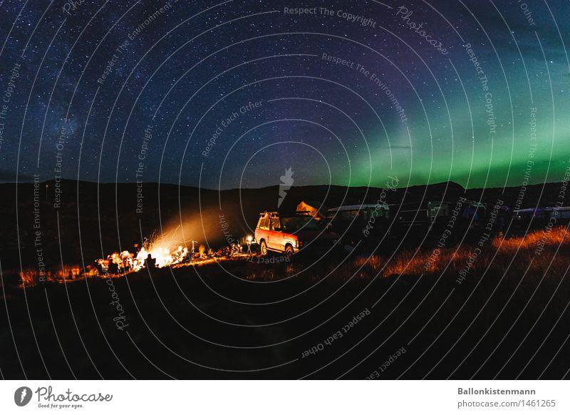 Earthporn. Ferien & Urlaub & Reisen Abenteuer Freiheit Expedition Menschengruppe Feuer Nachthimmel Stern Nordlicht Seeufer entdecken leuchten fantastisch Ferne
