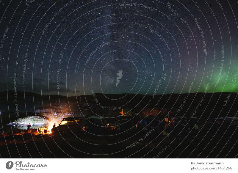 Earthporn II. Menschengruppe Abenteuer Ferien & Urlaub & Reisen Freiheit Expedition Feuerstelle Sternenhimmel Nachthimmel Nordlicht Seeufer entdecken