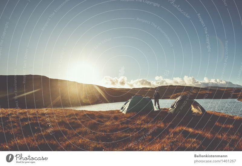 Good Morning. Abenteuer Freiheit Expedition Camping Sonne Mensch 1 Natur Sonnenaufgang Sonnenuntergang Schönes Wetter Hügel Seeufer entdecken Erholung
