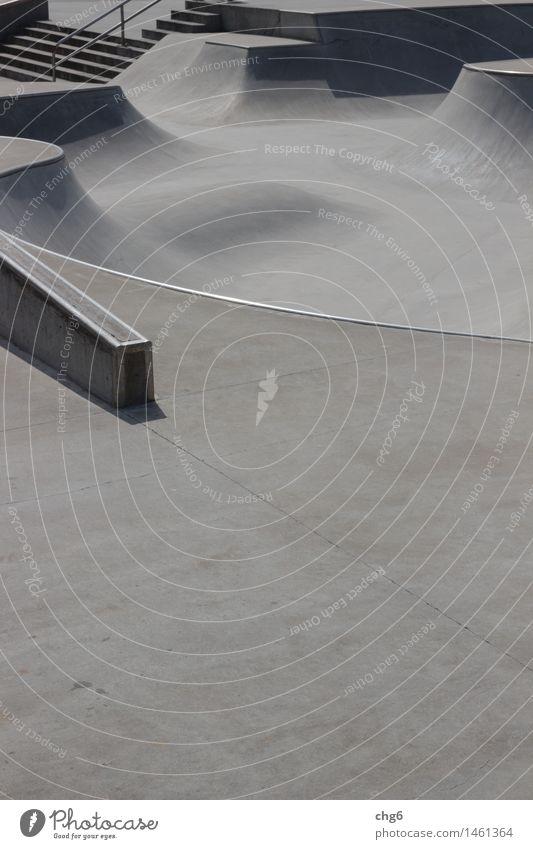 Skaterbahn mit Treppe Lifestyle sportlich Fitness Freizeit & Hobby Sport Sport-Training Skateboarding Skateplatz Sportstätten Beton fahren ästhetisch rund grau