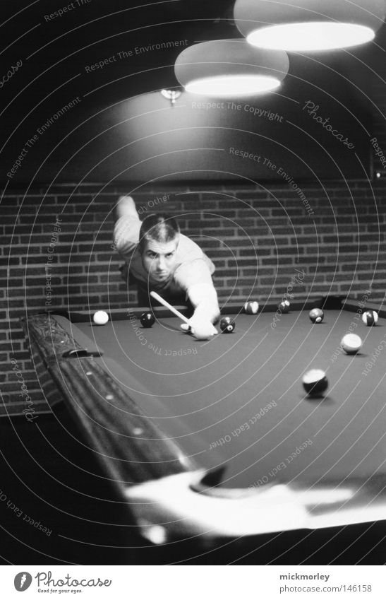 Billiard Session ruhig dunkel Stimmung Kraft Freizeit & Hobby Tisch Mitte Konzentration Kugel harmonisch Treffer Wien Billard stoßen Backsteinwand