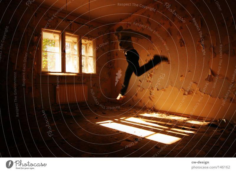 DIE LEICHTIGKEIT DES SEINS Mensch Mann alt Sonne Freude Einsamkeit Haus ruhig Fenster kalt Spielen Stein springen hell Linie Raum