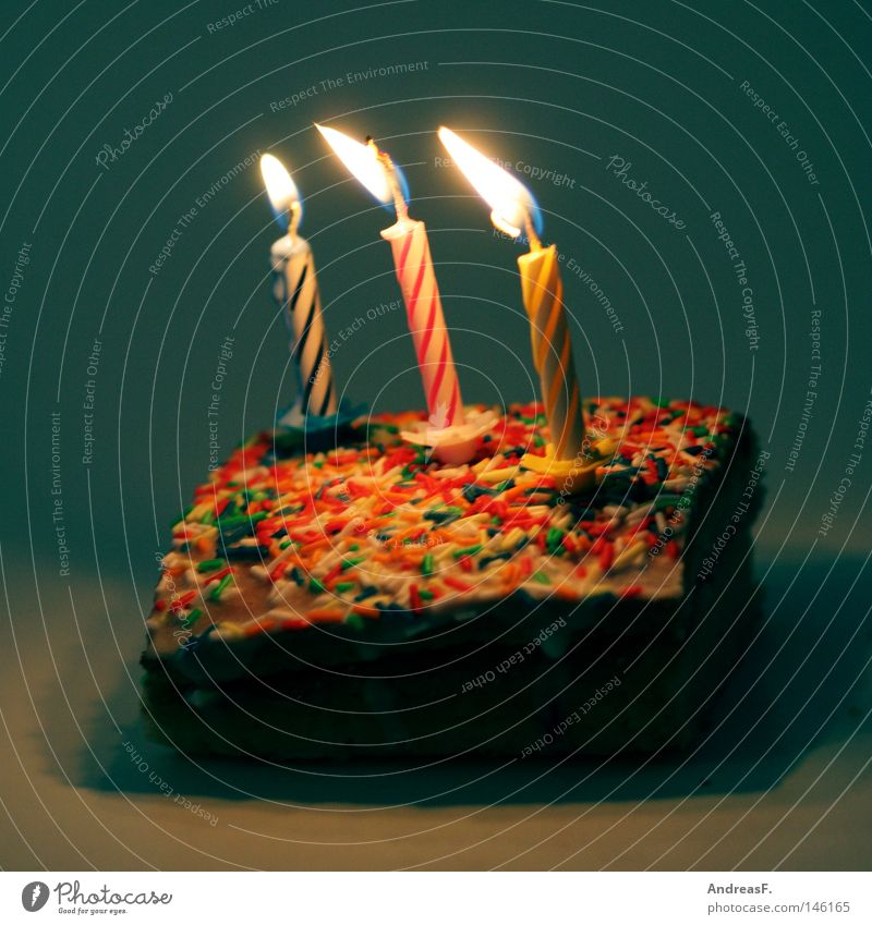 alles gute Kuchen Torte Geburtstag Geburtstagstorte Feste & Feiern Kindergeburtstag 3 Kerze Feuer brennen blasen Streusel mehrfarbig Geschenk Glückwünsche