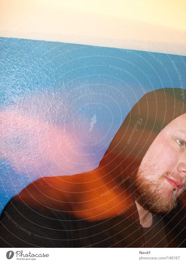 Schüttelkopf Mann blau schwarz Farbe Kopf Farbstoff Behaarung Jacke Schmuck Bart 18-30 Jahre Langeweile Piercing Kapuze Anschnitt