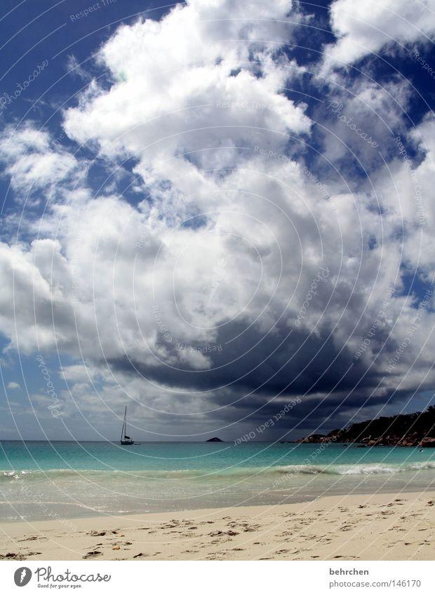 wolkenbruch im honeymoonparadies Seychellen Indischer Ozean Flitterwochen Bräutigam verheiratet Trauminsel Palme Strand Wolken türkis Meer genießen träumen