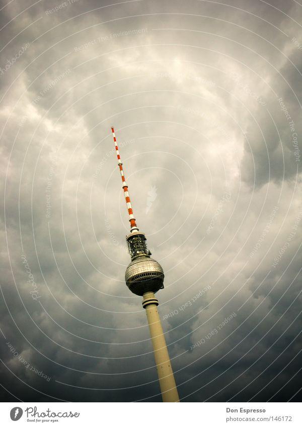 BERLIN THUNDER Fernsehen Himmel Wolken Unwetter Gewitter Hauptstadt Turm Gebäude Antenne Wahrzeichen Denkmal bedrohlich dunkel historisch hoch Spitze Berlin