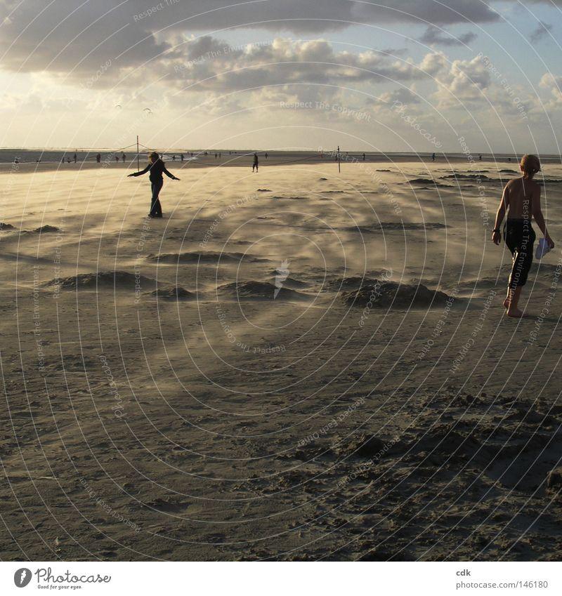 Abschied vom Sommer Strand Strandleben Meer Ferien & Urlaub & Reisen Wolken Silhouette Abenddämmerung Abendsonne Licht Luft Horizont Sandverwehung flach Ferne