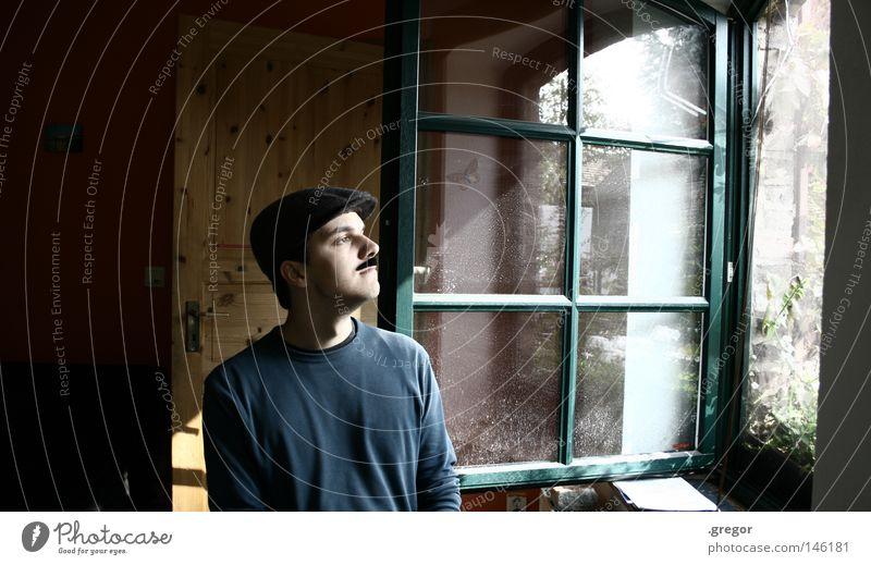 kein richtiges Leben im Falschen Freude Glück Bart falsch Oberlippenbart Lichterscheinung evident Fenster Denken genießen beobachten Blick Oberfläche Mütze