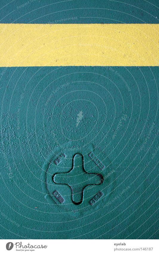 - + Plus gelb grün Wasserfahrzeug Fähre Stahl Zugang Abfluss Ventil Streifen Sicherheit gefährlich Öffnung Richtung Symmetrie grün-gelb Hoffnung Erwartung rund