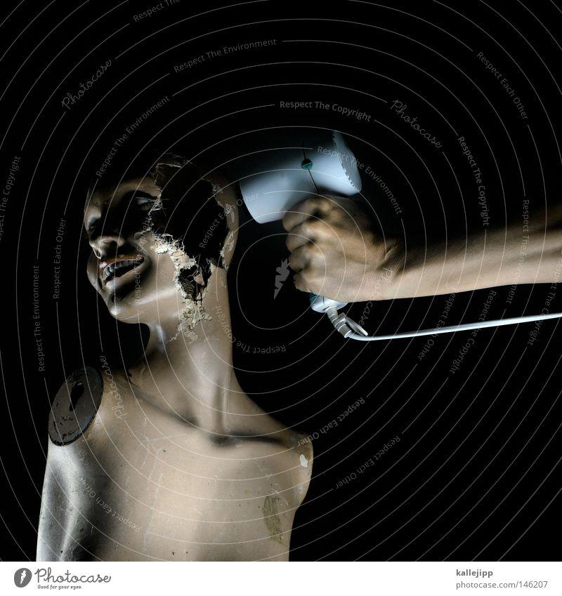 gehirnwäsche Schaufensterpuppe kaputt alt Zerstörung unheimlich Zombie Freisteller Vor dunklem Hintergrund Loch Gehirnwäsche bizarr skurril seltsam obskur